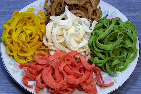 Mứt dừa nhiều vị tạo nên sự thú vị cho món mứt dừa truyền thống.