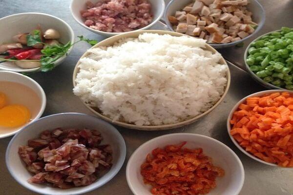Các loại nguyên liệu cần chuẩn bị để làm món cơm chiên